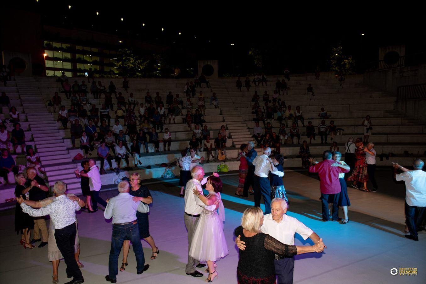 Pjesničko - plesna večer - udruge umirovljenika Matulji